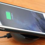 iPhone無線充電、置くだけで充電可能